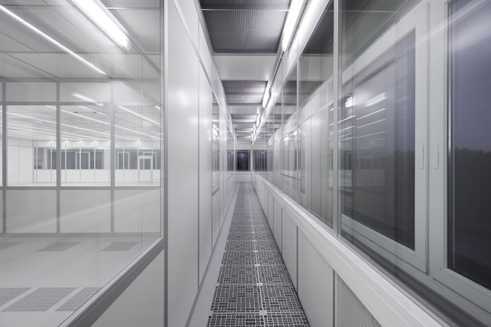 FCM cleanroom with raised access flooring