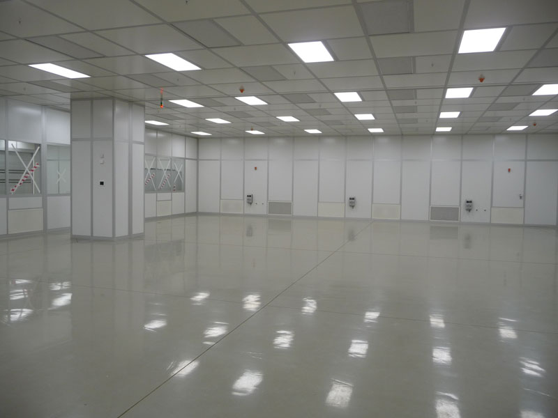 Cleanroom with fan filter units and returns