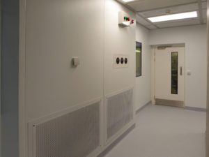 ISO 5 cleanroom with return air vents