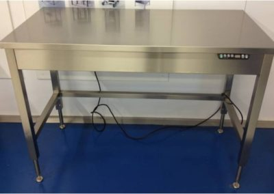 Customised workbenches or laboratory tables with integrated electrically operated height adjustment